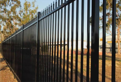 What is the difference between a cold-galvanized fence and a hot-dip galvanized fence?