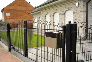 What are the advantages of zinc steel fence?