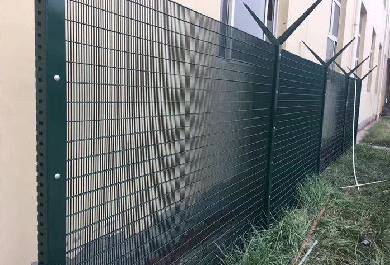 Can Fence Net Be Installed in Mountain Area?