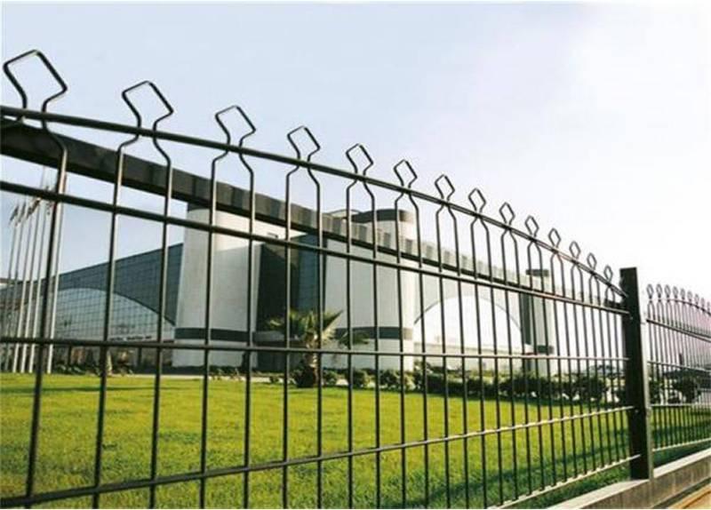 Pyramid Mesh Fence